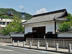 笠岡市役所近くの「小田県庁跡」。明治時代初期、この辺りは小田県だった