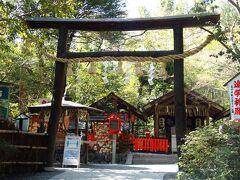 その近くにあるのは野宮神社。 やっぱり中まで入らず、早足で通り過ぎる。