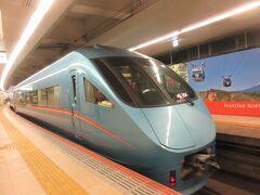 新宿駅からロマンスカーで御殿場へ向かいます。