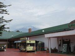 富士サファリパークへ到着です。 入場券は、事前にサファリクラブ登録して購入済みでした。 割引になってお得です。 富士サファリパークから見えた最初で最後の富士山です。