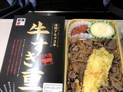 帰りの松本からの電車の中で、駅弁をいただきました。 地元信州のアルプス牛 ボリュームもあり、柔らかいお肉がとても美味しかったです。  今回は1泊のショート旅 いかがでしたでしょうか。  恒例の経費明細です。 JR+宿泊パック  17,300円 (GOTOトラベル割引-6,050円) 交通費(松本⇔上高地)5,000円(高い!) 飲食         3,234円 お土産        4,330円 (GOTOトラベルクーポン-3,000円) トータル       20,814円  GOTOトラベルのおかげでかなり安く楽しむことができました。 感染に気を付けながら皆様もお楽しみ下さい。