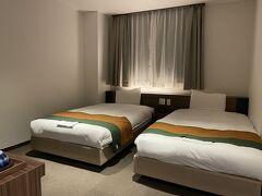 今日の宿泊は会津若松市街の「ホテルニューパレス」。立地のいい老舗ホテルです。部屋は広々していて、また、改装済みきれいでした。