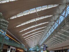 こんにちは 連休中日ですが、羽田空港は空いてます。 感染リスク回避のため、自宅から羽田空港まではマイカーで移動。 駐車場も予約なしで止められました。