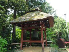 銅鐘。寛永18年(1641)3月、鋳物師・櫻澤市兵衛尉盛次が鋳た鐘。この櫻澤市兵衛尉盛次は鋳工集団の一派の棟梁で、多摩周辺には彼らの鋳造した銅鐘がいくつも現存しているそう。