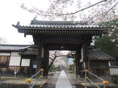 本名は別格佛頭寺。天台宗のお寺で、聖徳太子誕生の地と言われています。拝観料は1人350円。