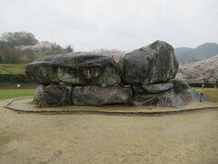 巨石30個を積み上げて造られた石室古墳。
