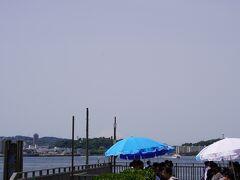 スタートしてまずは振り返り。 鉄塔の間に肉眼だと富士山が見えます。