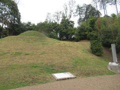 円墳で2段築成 小さめな墳丘です。
