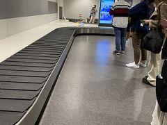 千歳にon timeで到着。 baggageは一番最初に出てきた。