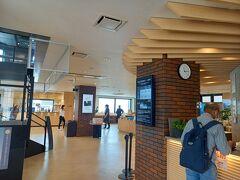売店抜けて奥に乗船券販売所 往復乗船券と入園料で1600円。 横須賀市民は半額。