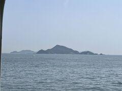 神島の空。見えているのが神島。
