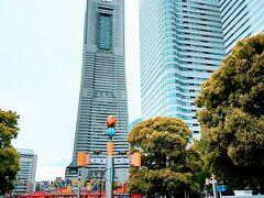 さくら通りを桜木町駅の方に向かって歩いていきます。