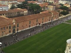 この広大な芝生の敷地はドゥオーモ広場といいます。