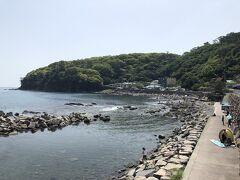 琴ケ浜海岸は、海岸に沿って遊歩道が整備されています。