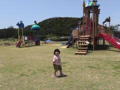 続けてやってきたのは あやまる岬 公園になっていて子供達も遊べます が。。。 コロナ禍の影響で 遊具は使用禁止! 残念ですが仕方ない、、、。