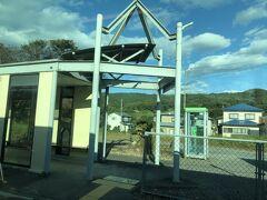 郡山に近くなるにつれ段々と街になってきます。 駅舎の形も色々で面白い。