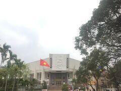 今回は寄りませんでしたが、「ホー・チ・ミン博物館」。立派な建物でしたね~