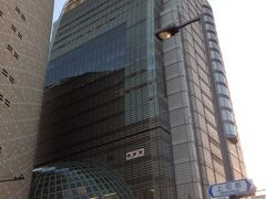 大阪城公園を西側に出ると、NHKのビルが有りました。