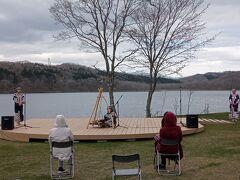 ポロト湖畔では、アイヌ文化の伝承をしていました。