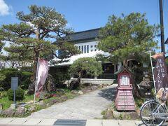 その先の「田原屋菓子店」も風情ある土蔵造り。 ここで「きんつば」を@100円で購入。 喜多方でいう「きんつば」って関東の今川焼のことです。