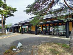 まずは道の駅「遠山之里」です。道の駅「遠山之里」は、とよま観光物産センターでもあり、「みやぎの明治村」の観光拠点施設です。