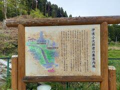 旧津山町から旧北上町に行く県道を国道45号線から1.5キロ位行った所にあります。駐車場もあり、駐車場には説明板もあります。