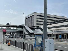2021年5月1日(土) 自家用車で空港まで行くべく、伊丹ー沖縄便をおさえました。 大阪空港の駐車場を予約しておいて、車を停めました。 空港まで直結してるはずが迷って、ぐるぐる・・・笑。