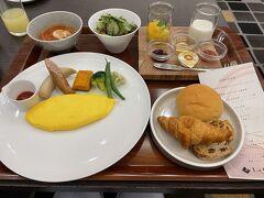 翌日、朝はフロント前のGareで朝食。テーブルサービスの朝食は朝から優雅な時間で大好き!朝食が2,200円なので朝付6,000円は安かった! 朝、松山君のマスターズ戦を観戦していてすっかり遅くなりました。 待山君、本当に本当におめでとう!