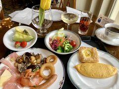 3/29 ホテルヨーロッパで朝食。 朝から優雅な気分です。 今日はのんびりしたスケジュールなので、朝シャンは2杯いただきました(笑)