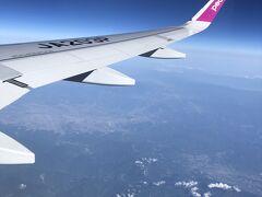 関空発7:25発。初めてのピーチ航空利用です。石垣島行きだと行きは左側、帰りは右側座席がお勧めです。桜島がちょうど噴火していた頃で、もしかしてあれかなーと勝手に思い込んで眺めてました。逆側だとほとんど海しか見えないようです。