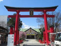 途中で下車し、善知鳥(うとう)神社を参拝。 棟方志功が少年時代、スケッチをした場所として、ゆかりの地とされています。