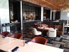 メズム東京 オートグラフ コレクションの朝食会場は、フロント、ロビーフロアと同じ16階にあるレストラン「シェフズ・シアター(CHEF'S Theatre)」で、朝6:30からいただくことが出来ます。