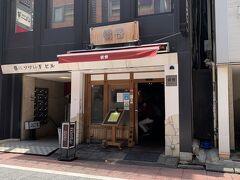 その後、お昼ごはんを食べるのに銀座まで来ました。 パパオススメの支那そばのお店です。