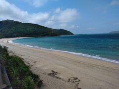 ランチ後はビーチの美しい倉崎海岸へ このあたりから晴れ間が出てきました。 最高に青が美しい!