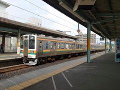 ★15:27 桐生駅に到着。さて、「やまどり」の入線をホームで待ちましょう。
