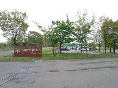 せっかくなので、近くのスノーピーク本社のぞいてみることに。  こちらは、昨年GW予約していましたが、緊急事態宣言により休業となりキャンセルしたキャンプ場が併設しています。 Snow Peak Headquarters Campfield キャンセルの記録T_T  はこちら https://4travel.jp/travelogue/11617072
