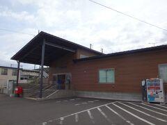 「仙貨」から25分で東仙台駅に来れた。 先生、ありがとうございます。  東仙台駅も築70年以上の木造駅舎だったんだけど、2015年にいまのこの駅舎に建て替えられてしまった。