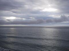 4月5日(月)、06:20起床。そとはどんよりと曇っていて伊豆大島は見えません。