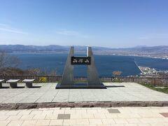 チェックインにはまだ早いため 荷物を預け函館山ロープウェイまで散策。 夕日の落ちる時間も検討しましたが明るい時間にしました。 山頂ちかくの旧函館要塞も見学しました。 胸打たれたなあ…