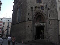 予定にはありませんでしたが 古い教会があったので入ってみます。