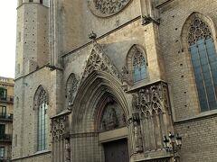 いつの間にかぐるっと回ってさっきのサンタマリアダルマル教会の裏側に出ていました。