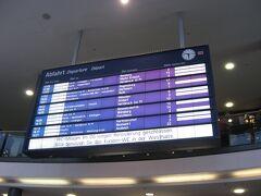 ニュルンベルク中央駅の発車案内表示板。