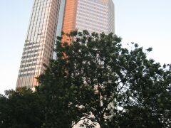 この当時、欧州中央銀行の本店が置かれていた超高層ビル「ユーロタワー」。 フランクフルトを代表する建造物の一つとして知られています。