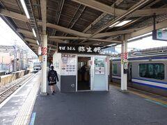 取手駅の2駅前の我孫子駅で下車します。我孫子駅と言えば駅そばの弥生軒です。久しぶりに訪問しました。朝7時すぎだというのに列ができるほどの人気です。