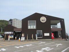曇りだけど3日間で1番ましな天気 道の駅「くしもと橋杭岩」の駐車場に車を停めました。
