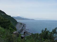 16:30 薩埵峠 東名高速道路、国道1号、JR東海道本線が交錯する。