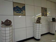 おめでたい住吉駅の構内。