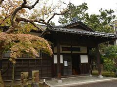 平成11年まで使われてた日本銀行支店長の住宅へ。  現存するのはココと福島の2つだけ。