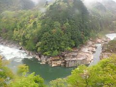 木曽川の名勝地「寝覚の床」は、車内放送で案内があります。木曽谷と木曽川の風景は時間が経つの忘れます。