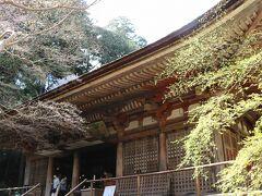 平安初期から鎌倉時代の仏像が並んでおられます。